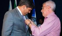 Vereador Eduardo Moreira recebe medalha Mérito ao Pacificador