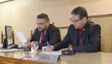 Câmara aprova projetos e debate atraso salarial de servidores