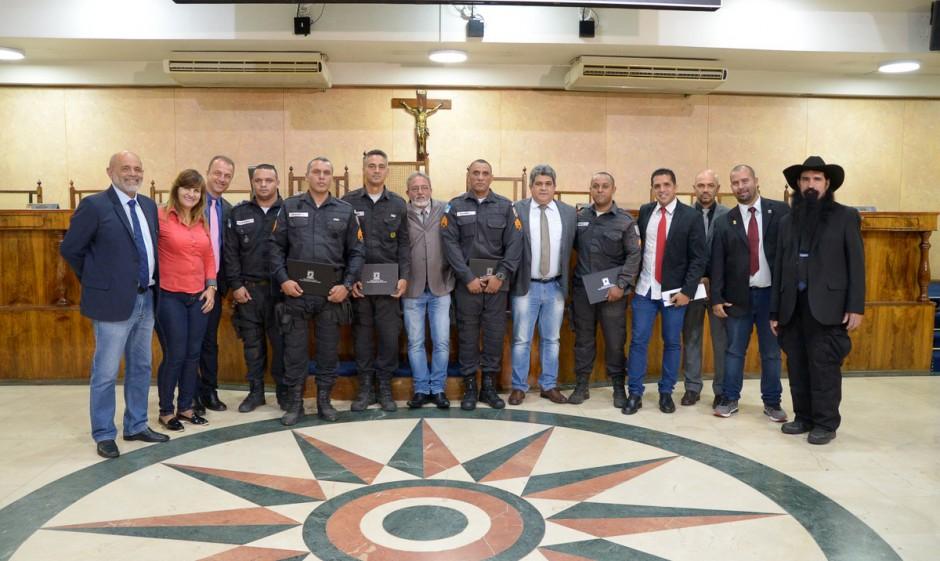 Câmara homenageia policiais em sessão plenária