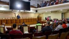 Vereador Junior Uios homenageia caxienses que se destacam na Cidade