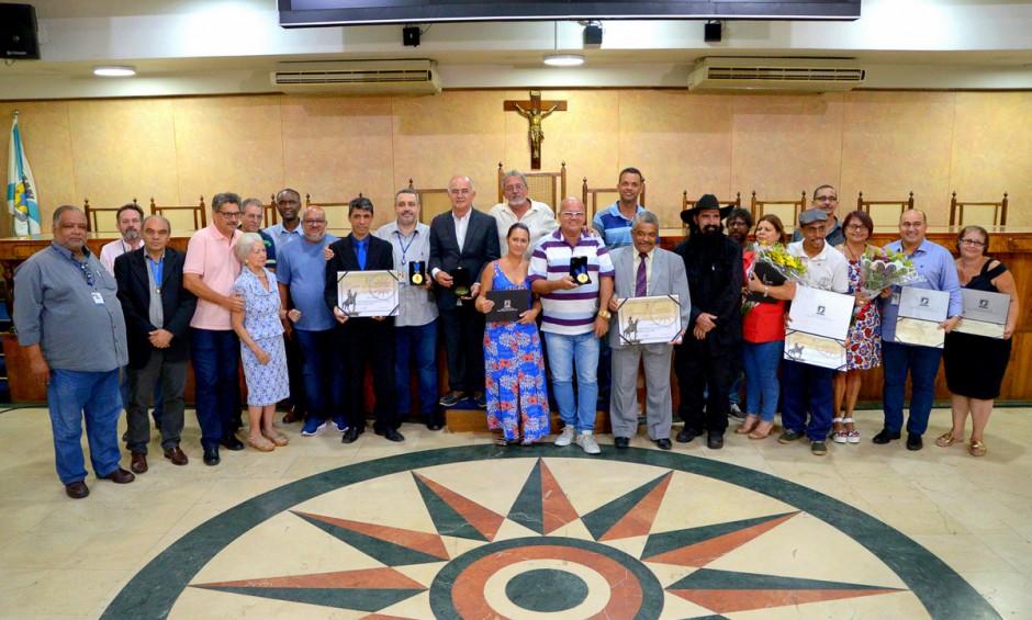 Câmara realiza solenidade para homenagear munícipes