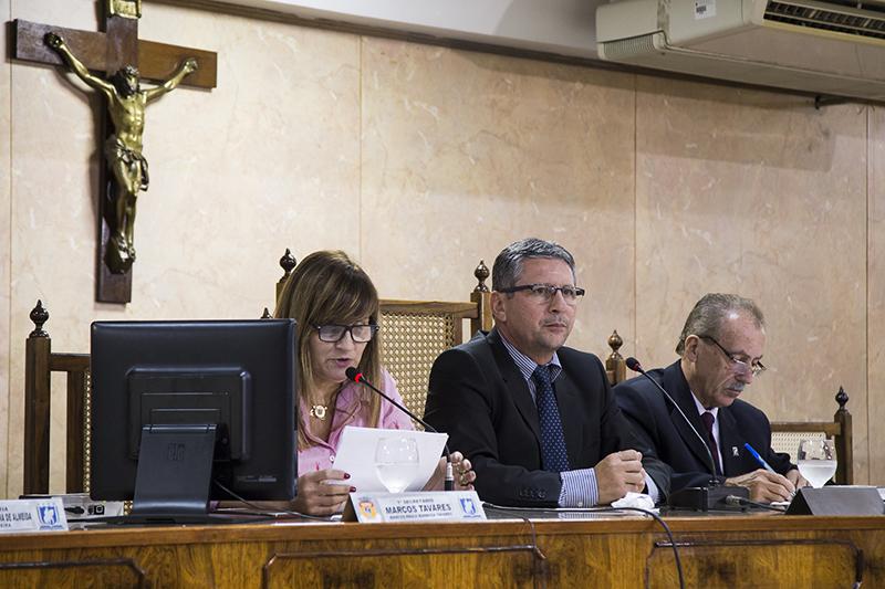 Vereadores voltam a criticar reboque de carros e secretário de Urbanismo
