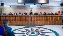 Vereadora Fatinha homenageia policiais militares na Câmara