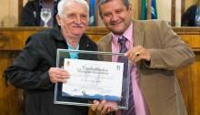 Vereador Boquinha entrega títulos, moções e medalhas na Câmara