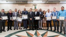 Vereador Dr. Maurício entrega títulos, moções e medalhas