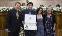 Vereador Junior Reis homenageia Doutor Bolívar na Câmara