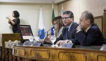 Vereadores recebem comissão de professores após sessão plenária