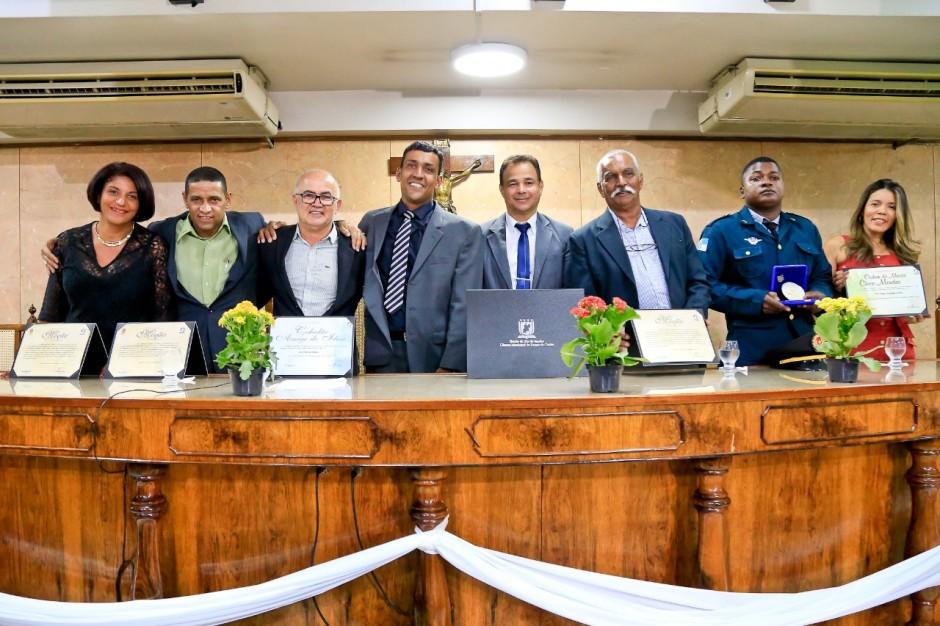 Vereador Aquiciley realiza noite de homenagens na Câmara Municipal