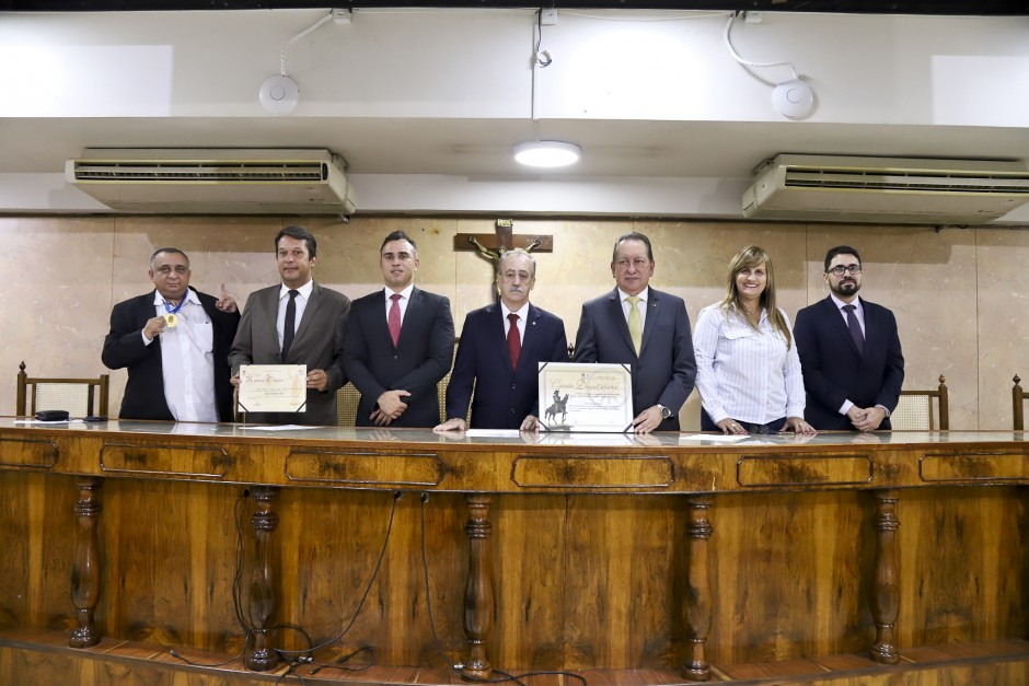 Vereador Nivan Almeida entrega Títulos e Medalha a três personalidades