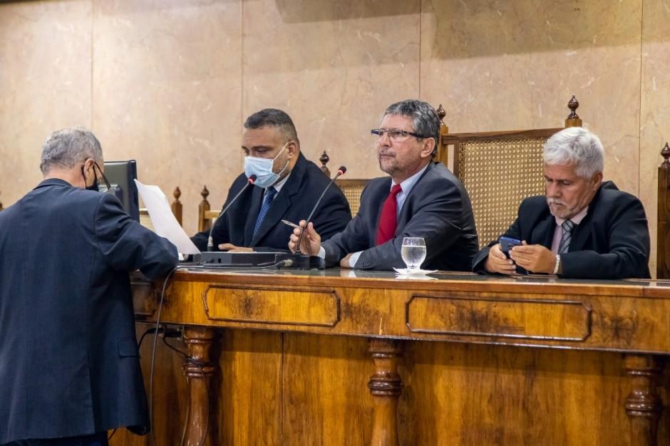 Vereadores derrubam vetos totais do Executivo