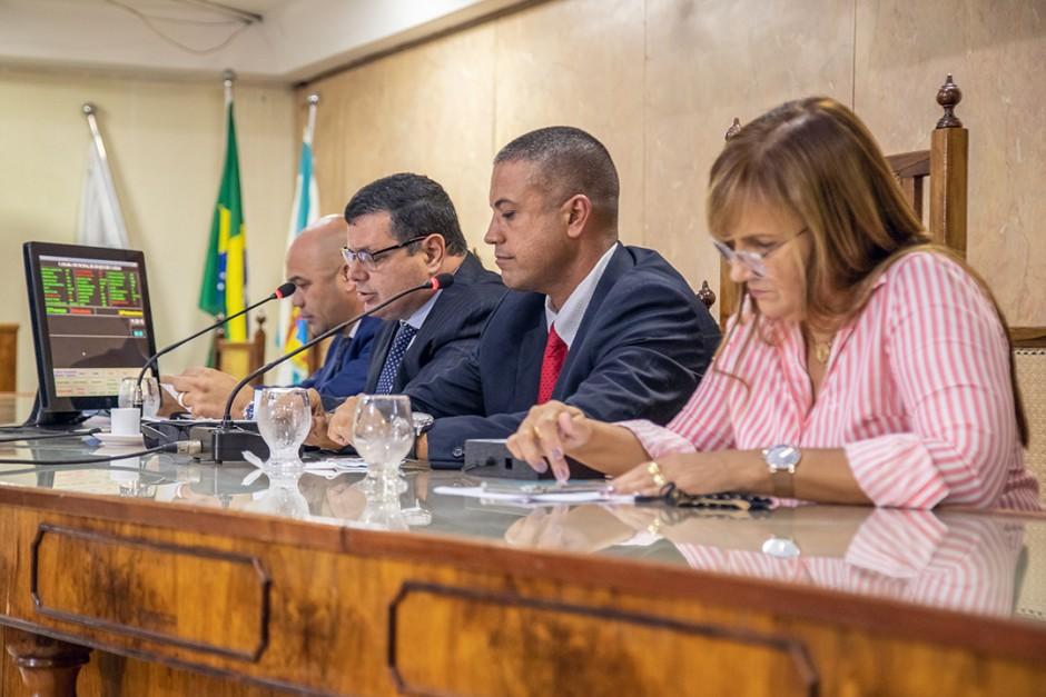 Vereadores aprovam alteração da lei para o fim do monopólio das funerárias em Duque de Caxias