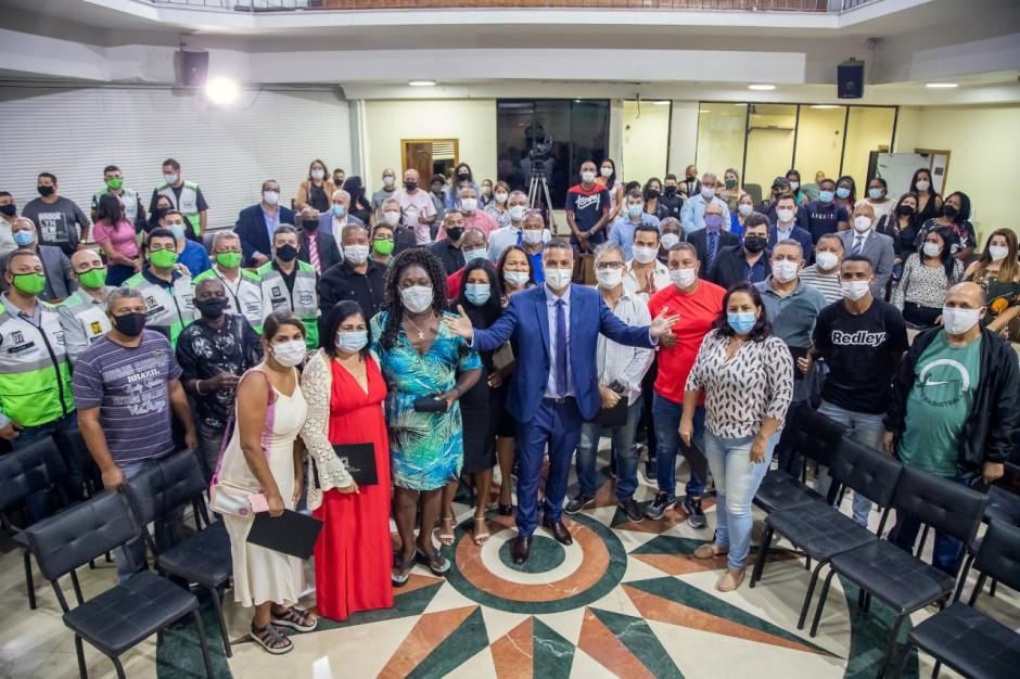 Presidente Celso do Alba entrega Comendas a cidadãos que ajudam no crescimento de Duque de Caxias