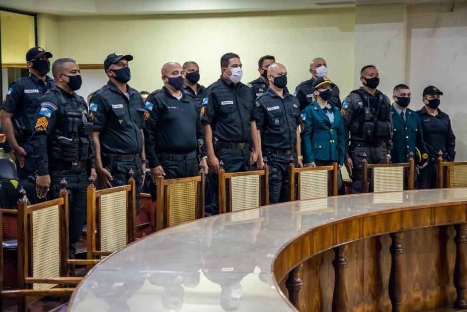 CÂMARA PRESTA HOMENAGEM A POLICIAIS