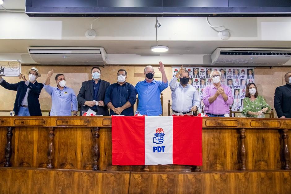 Ciro Gomes, Carlos Lupi e José Bonifácio Ferreira recebem Honraria na Câmara de Duque de Caxias