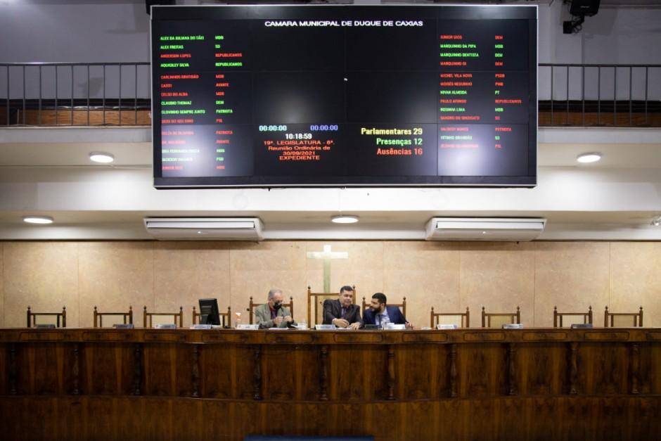 Vereadores aprovam projetos e encaminham pedidos à Prefeitura